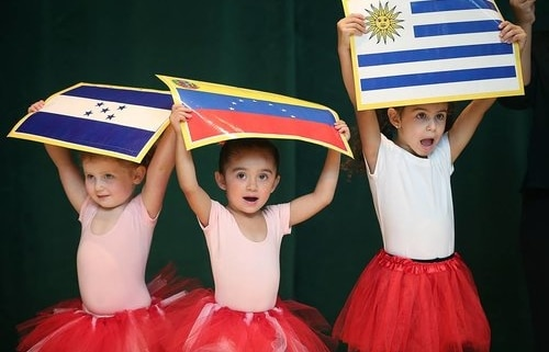benefits of kids having a bilingual education early