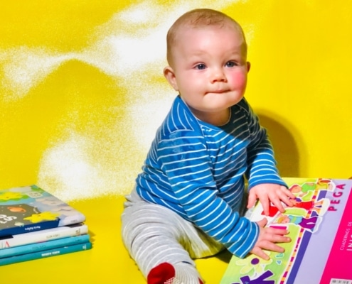 toddler learning to read